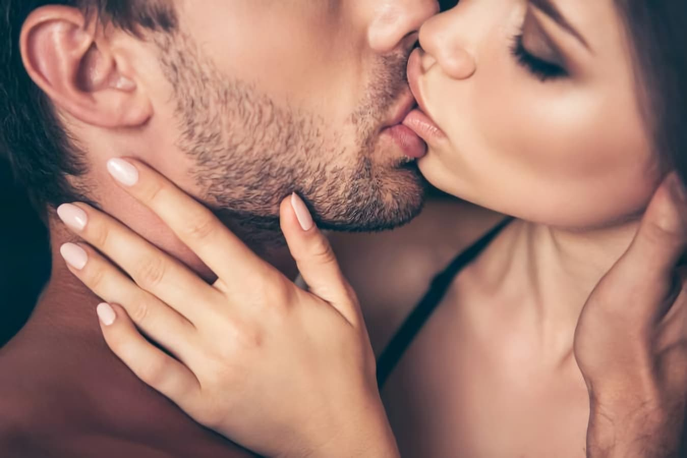 Chandigarh male escort and hotladies kissing each other